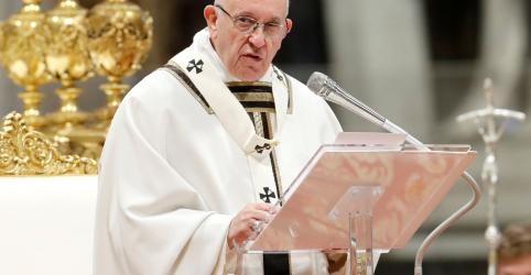 Papa diz que mundo não pode fechar os olhos para imigrantes e pobres