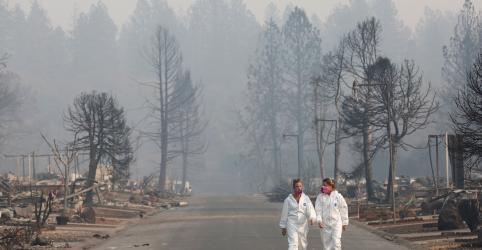 Chuva está a caminho de região dos EUA atingida por incêndio; buscas por 1.276 desaparecidos continuam