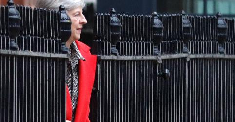 Premiê britânica diz que sua saída pode atrasar Brexit