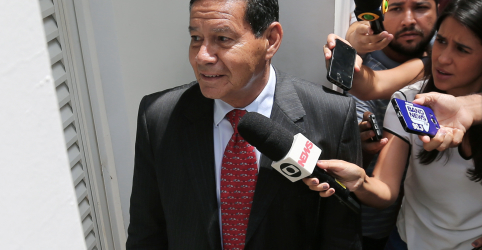 Placeholder - loading - Imagem da notícia Mourão elogia futuro presidente da Petrobras e reitera que núcleo da estatal não será privatizado