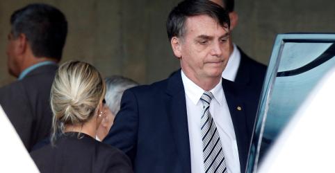Placeholder - loading - Imagem da notícia Bolsonaro diz não ter pressa para definir ministérios; nega pressão de evangélicos