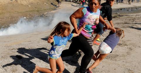 EUA lançam gás lacrimogêneo para conter imigrantes e fecham fronteira com México durante horas