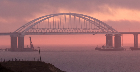 Rússia reabre Estreito de Kerch após impasse com a Ucrânia