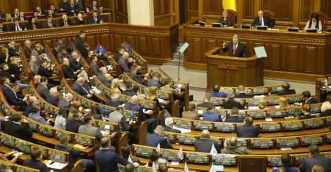 Parlamentares ucranianos aprovam introdução de lei marcial