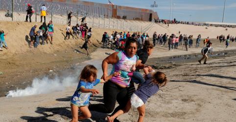 Placeholder - loading - Imagem da notícia México cobra 'investigação completa' dos EUA sobre uso de gás lacrimogêneo na fronteira