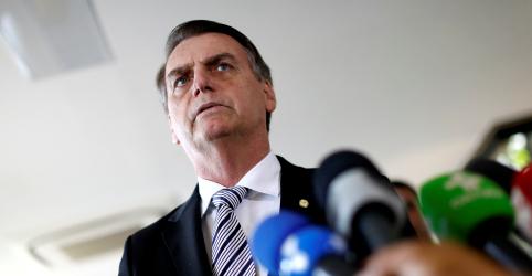 Placeholder - loading - Imagem da notícia Bolsonaro diz que Onyx chefiará articulação, mas general Santos Cruz também participará