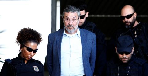 Placeholder - loading - Imagem da notícia TRF-4 confirma delação de Palocci e ex-ministro cumprirá pena em casa