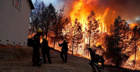 Placeholder - loading - Imagem da notícia Incêndio na Califórnia deixou ao menos 88 mortos e 196 desaparecidos, diz xerife