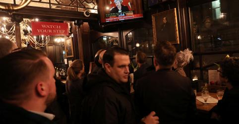 Placeholder - loading - Imagem da notícia Cansaço por discussão do Brexit está levando britânicos a beber mais, diz rede de pubs