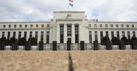 Placeholder - loading - Imagem da notícia Fed aumenta taxa de juros, reduz trajetória de aperto à frente