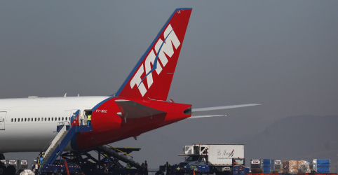 Placeholder - loading - Avião da Latam faz pouso de emergência e interdita pista de aeroporto de Belo Horizonte