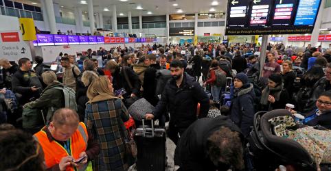 Placeholder - loading - Imagem da notícia Aeroporto de Gatwick reabre após caos provocado por drones
