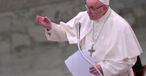 Em mensagem de Natal, papa exorta padres que cometeram abusos a se entregarem