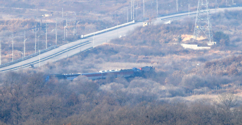 Placeholder - loading - Imagem da notícia Sanções ameaçam projeto de reconexão ferroviária e rodoviária das Coreias