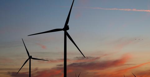 Placeholder - loading - Imagem da notícia EDP Renováveis negocia turbinas com Vestas para eólicas com quase 650 MW, diz fonte