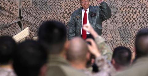 Placeholder - loading - Imagem da notícia Trump defende retirada de tropas da Síria durante visita surpresa ao Iraque