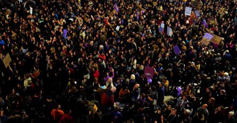 Placeholder - loading - Imagem da notícia Dia da Mulher une ativistas em vários países; polícia turca usa gás lacrimogêneo