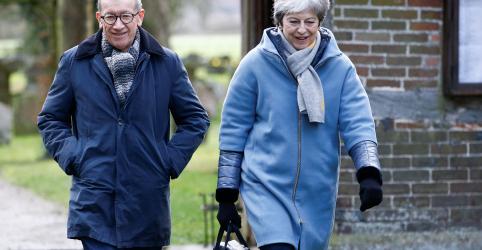 Placeholder - loading - Premiê britânica May deve mudar status votação do Brexit de 3ª-feira, diz The Sun