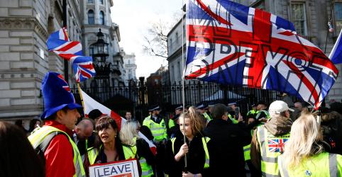 Placeholder - loading - Conversas de May com UE travam apesar de proximidade do Brexit