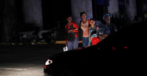 Placeholder - loading - Imagem da notícia Falta de eletricidade agrava crise dos hospitais da Venezuela