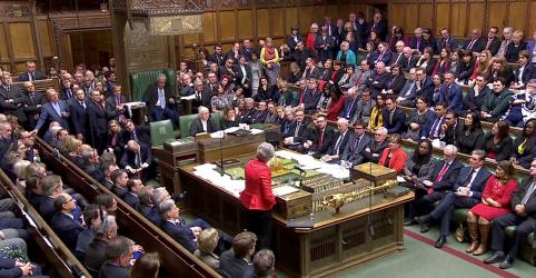 Placeholder - loading - Imagem da notícia Parlamento volta a rejeitar acordo de May para Brexit e deixa Reino Unido à beira do caos