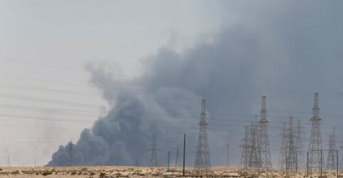 Drones atingem central petrolífera saudita, fontes dizem que fluxo de óleo foi rompido
