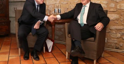 Johnson tentará acordo para o Brexit em almoço com Juncker em Luxemburgo