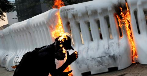 Hong Kong volta à normalidade após fim de semana de protestos e violência