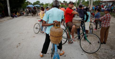 Cuba recorre a gado e fogão a lenha para enfrentar crise de combustíveis em meio a sanções