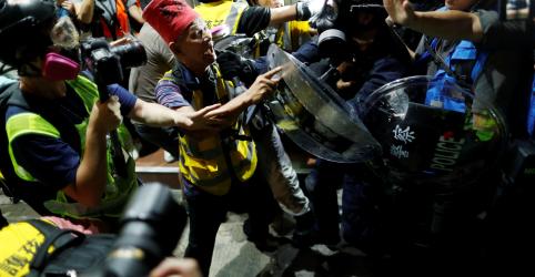 Placeholder - loading - Protestos em Hong Kong terminam em violência em duas cidades