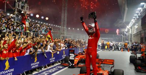 Vettel encerra má fase e vence com sua Ferrari em Cingapura