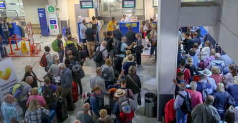 Placeholder - loading - Imagem da notícia Thomas Cook decreta falência e deixa centenas de milhares de turistas sem ter como voltar para casa