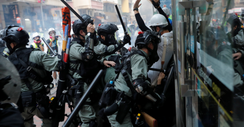 Placeholder - loading - Ruas de Hong Kong se tornam campo de batalha no 70º aniversário da República Popular da China