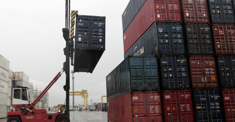 Balança comercial brasileira tem pior setembro em 5 anos e governo reduz projeção de saldo anual