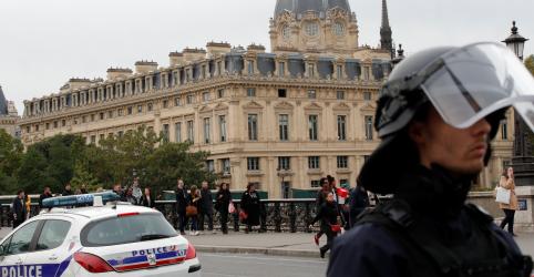 Homem ataca policiais com faca em quartel de Paris