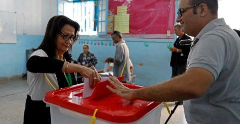 Placeholder - loading - Imagem da notícia Tunísia elege parlamentares para responder aos problemas econômicos