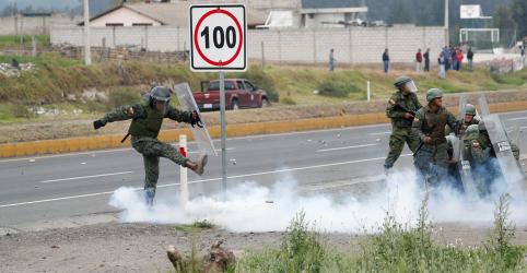 Placeholder - loading - Imagem da notícia Governo do Equador realiza operações para conter altas de preços após medidas para combustíveis