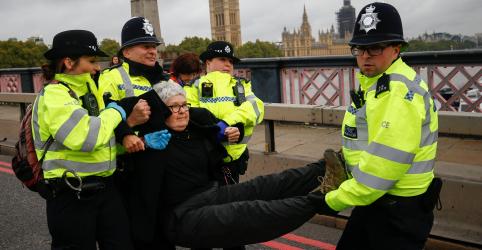 Placeholder - loading - Polícia de Londres prende 135 ativistas do clima em início de protesto