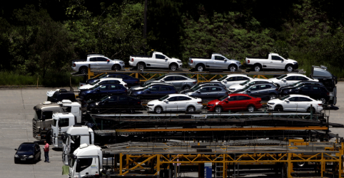 Placeholder - loading - Imagem da notícia Anfavea reduz previsão para produção de veículos no Brasil este ano