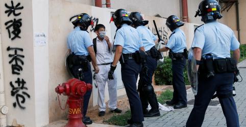 Líder de Hong Kong não descarta ajuda de Pequim à medida que crescem problemas econômicos
