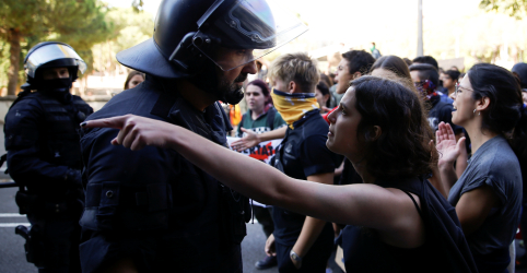 Placeholder - loading - Grupos pró-independência marcham na Catalunha; Madri ameaça endurecer postura