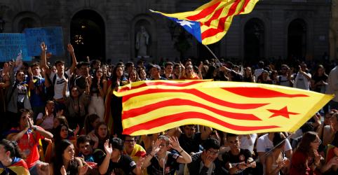 Placeholder - loading - Imagem da notícia Líder da Catalunha pede novo referendo de independência após noite de violência