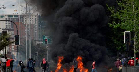Placeholder - loading - Imagem da notícia Piñera amplia estado de emergência e diz que Chile está 'em guerra'