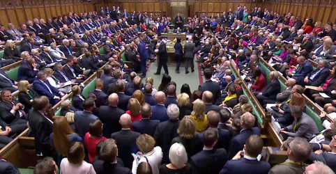 Placeholder - loading - Imagem da notícia Votações cruciais no Parlamento ameaçam acordo de Johnson para o Brexit