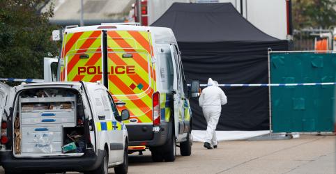 Polícia britânica encontra 39 corpos em caminhão; motorista está preso