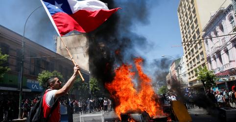 Placeholder - loading - Imagem da notícia Piñera diz ouvir exigências de chilenos em 'alto e bom som', mas protestos recomeçam