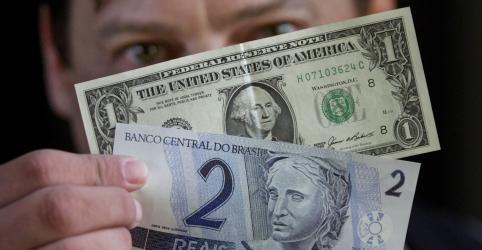 Placeholder - loading - Dólar cai abaixo de R$4, mas volta a subir com ajuste técnico