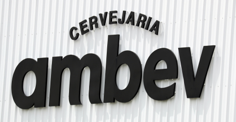 Placeholder - loading - Ambev lucra 9,7% menos no 3º tri com volume mais fraco no Brasil e custo maior
