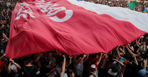 Multidão toma ruas do Chile em maior protesto desde a volta à democracia