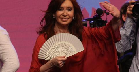 Placeholder - loading - Imagem da notícia Cristina Kirchner volta como vice da Argentina e cobra medidas econômicas de Macri